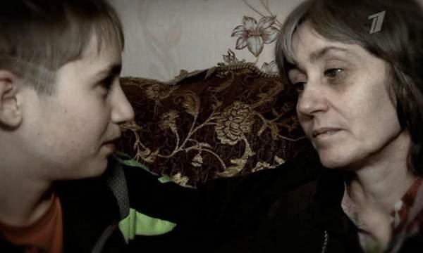 На Первом канале показали историю мальчика из Воронежской области, который ухаживает за больной мамой