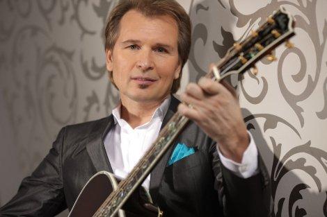 Эстрадный певец Александр Малинин отмечает 56-й день рождения