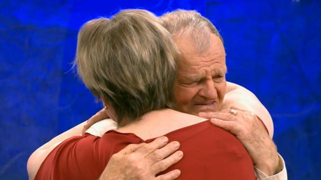 Отец и дочь впервые встретились спустя 50 лет!